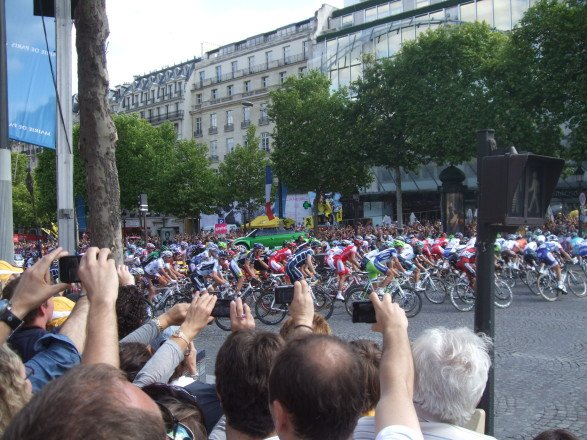 There were a few people in Paris that day. Vantage point 1. (July 24, 2011)