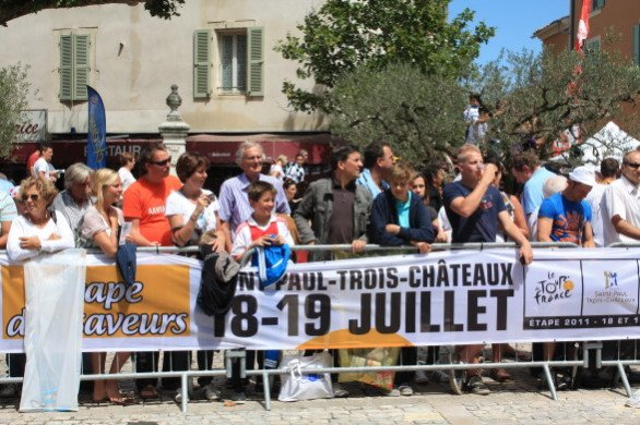 The excitement was certainly building for the start of Stage 16 in Saint-Paul-Trois-Châteaux. (July 19, 2011)