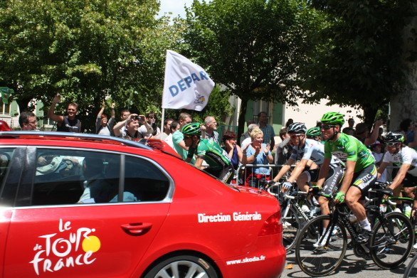 The start of Stage 16 at Saint-Paul-Trois-Châteaux. (July 19, 2011)