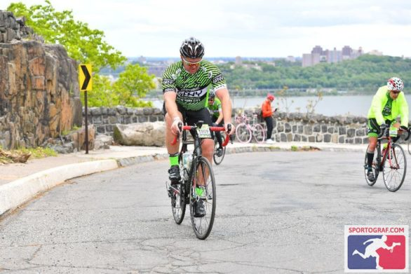 Cresting the final hill.....ouch!!